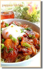 照り鶏キャベ盛温玉のっけ丼の写真