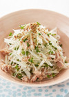 大根とスプラウトの丸鶏サラダ