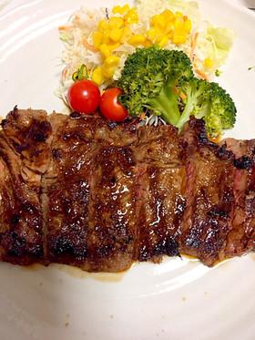 簡単な手作り赤ワインソースの牛肉ステーキ
