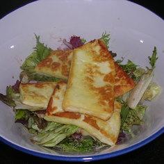 ハルミチーズグリルでサラダ