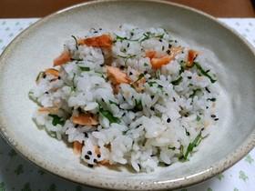 鮭と大葉のごまタップリ混ぜご飯
