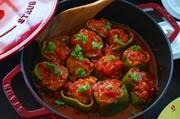 ストウブでピーマンの肉詰めトマト煮込みの写真