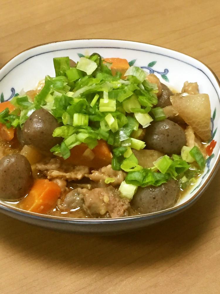 簡単‼️鶏皮で野菜いっぱいモツ煮風
