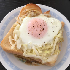 キャベツの巣ごもり卵トースト