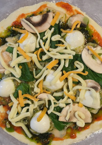ジェノベーゼソース(市販)を活用したピザ