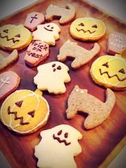 材料3つ★ハロウィンクッキーの写真