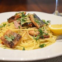 スパゲッティーニ 秋刀魚のペペロンチーノ レモン添え