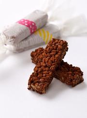 材料4つ!かんたんチョコクリスピーバーの写真