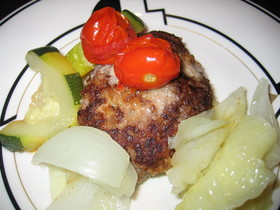 和牛肉と夏野菜のグリルハンバーグ