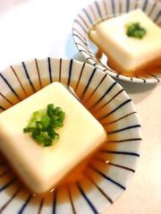 朝ごはん 和食 簡単 温かいやさしい豆腐の写真