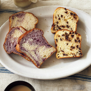 チョコチップパン(写真右)