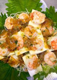 簡単なさっぱり海老と豆腐の梅ドレサラダ