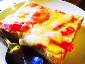 半熟卵がとろ〜り♪ベーコンチーズトースト