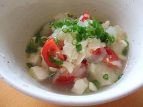 豆腐とトマトの玉ねぎドレッシングサラダ