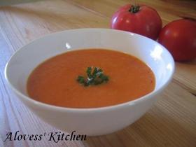 たっぷりチーズのトマトスープ