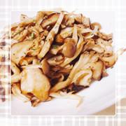 付け合わせや肴にも。キノコのササッと炒めの写真