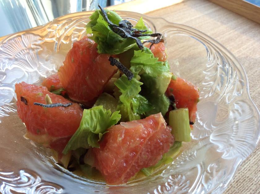 グレープフルーツアボカドセロリのサラダ