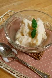 材料3つ。簡単!桃のヨーグルトアイスの写真