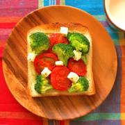 簡単イタリアン☆ぎゅうぎゅう焼きトーストの写真