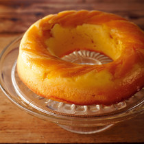 マンゴーのサワークリームアップサイドダウンケーキ