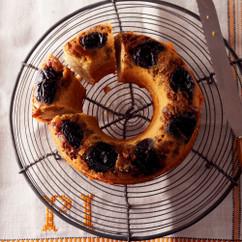 プルーンとグリーンレーズンのスパイスアップサイドダウンケーキ