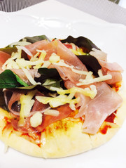 即席◎生ハムとルッコラのサラダピザの写真