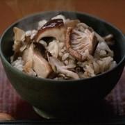 椎茸だしの炊き込みご飯の写真