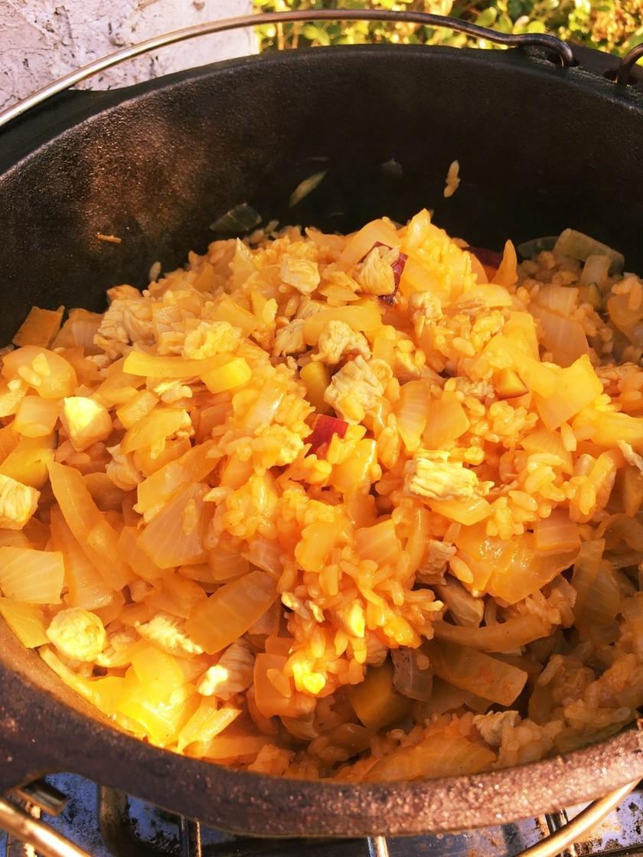 炊き込みダッチオーブンチキンライス