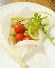 トマ牡蠣マッシュルームのパピヨットの写真