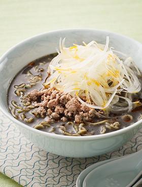 たっぷり生オニオンの黒ごま担々麺