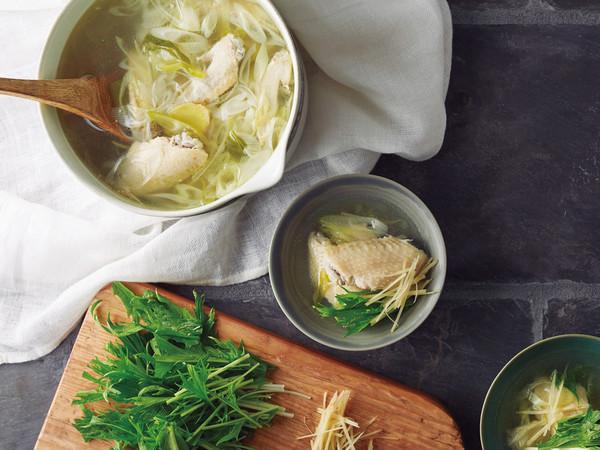 鶏手羽の香味スープ
