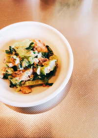 鯖缶とカリフラワーの葉っぱ・茎のサラダ