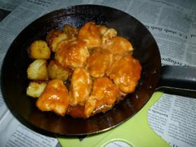 鉄パンで若鶏の胸肉のピリ辛炒め