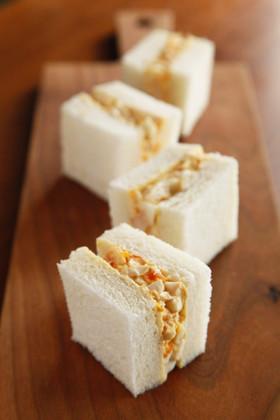 燻製卵のサンドイッチ