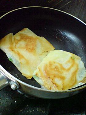 春巻の皮で♪ブルーチーズとトマト包み焼き