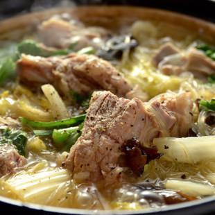ほろほろスペアリブと漬け菜の鍋