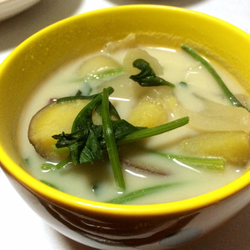 簡単☆ほうれん草とさつまいもの豆乳スープ