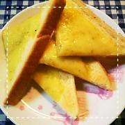 食パンで簡単!ガーリックチーズトーストの写真