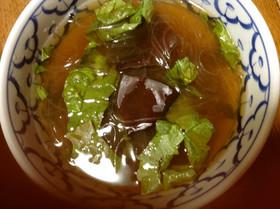 生きくらげとサニーレタスの春雨スープ
