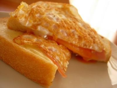 フライパンでハムチーズエッグトースト