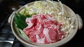 特製ダレで豚肉と白菜の鍋