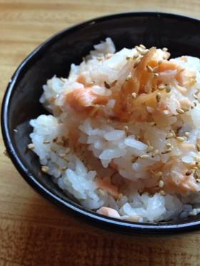 簡単☆止まらない☆鮭と梅のご飯