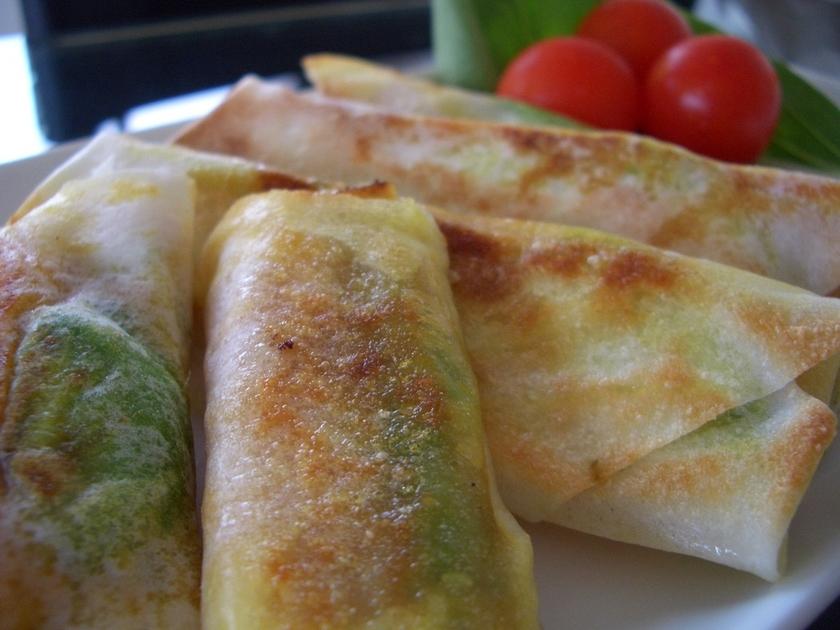 アボカドの焼き春巻き カレーマヨ風味