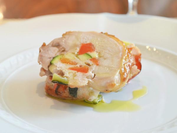 彩野菜を詰めた鶏肉のロースト
