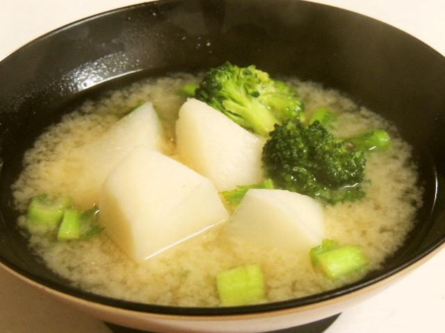 カブとブロッコリーの味噌汁