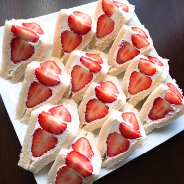 200レポ感謝♡おもてなし莓サンドイッチ