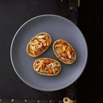 素揚げ根菜と里いもの柚子こしょう風味タルト