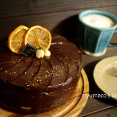 オレンジとフラフのチョコケーキ