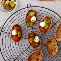トマトとモッツァレラとバジルタルト