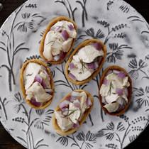蒸し鶏と紫たまねぎタルト